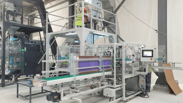 Fully automatic packaging station